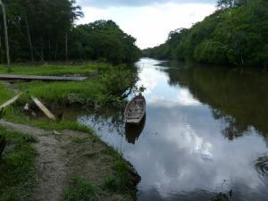 Moengo waterkant dorpje